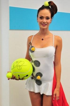 Cilou Annys Tennisballen kleed Miss Universe