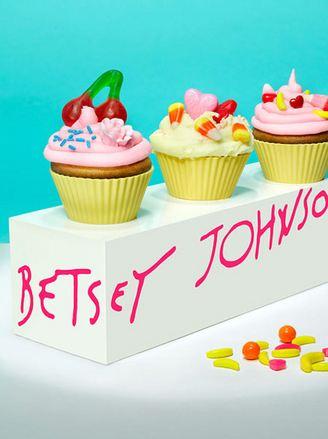 Betsey Johnson Cupcackes